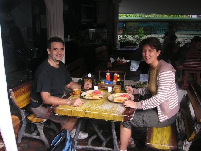 Desayunando, hotel en Chang Mai