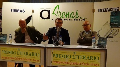 Presentación en A Coruña. Portero Molina y Eduardo Riestra.